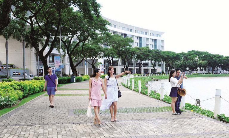 Riverside roads at Phu My Hung City Center