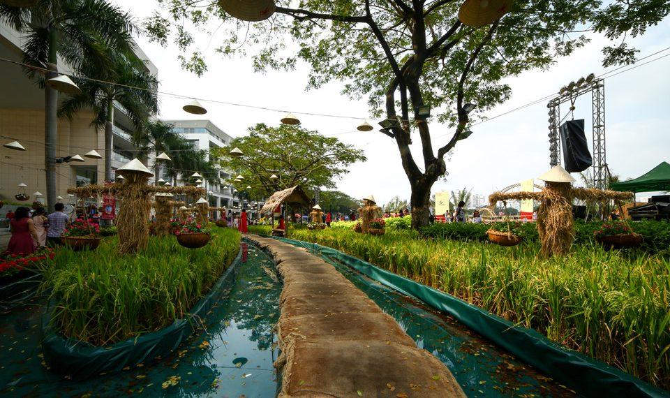 Hội hoa xuân khu nhà giàu Phú Mỹ Hưng