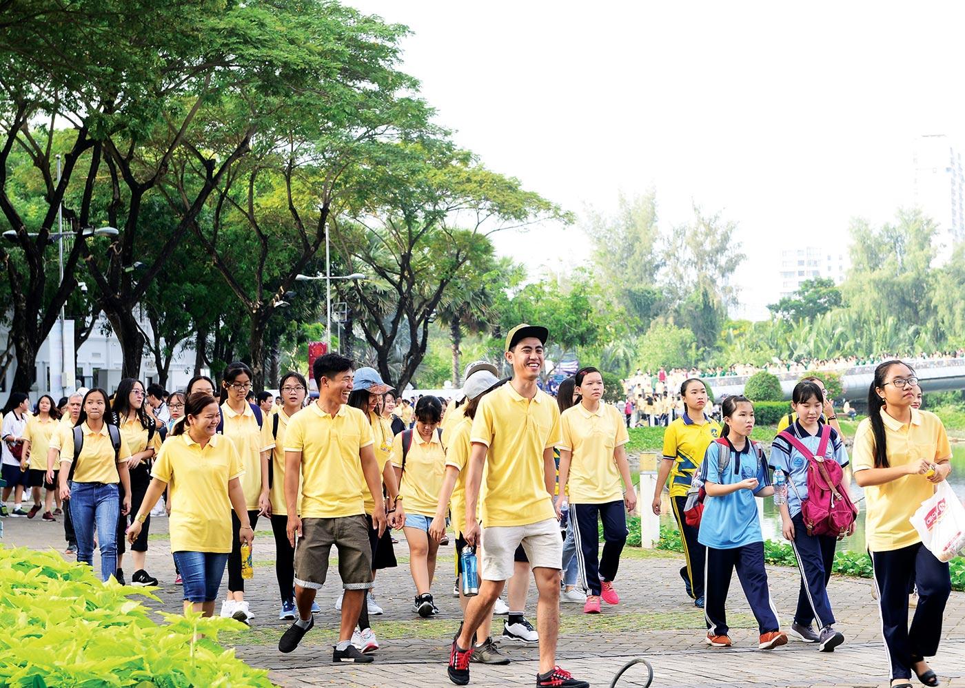 Nhiều học sinh, sinh viên, công nhân viên chức, người cao tuổi tham gia với tinh thần thể thao và chia sẻ