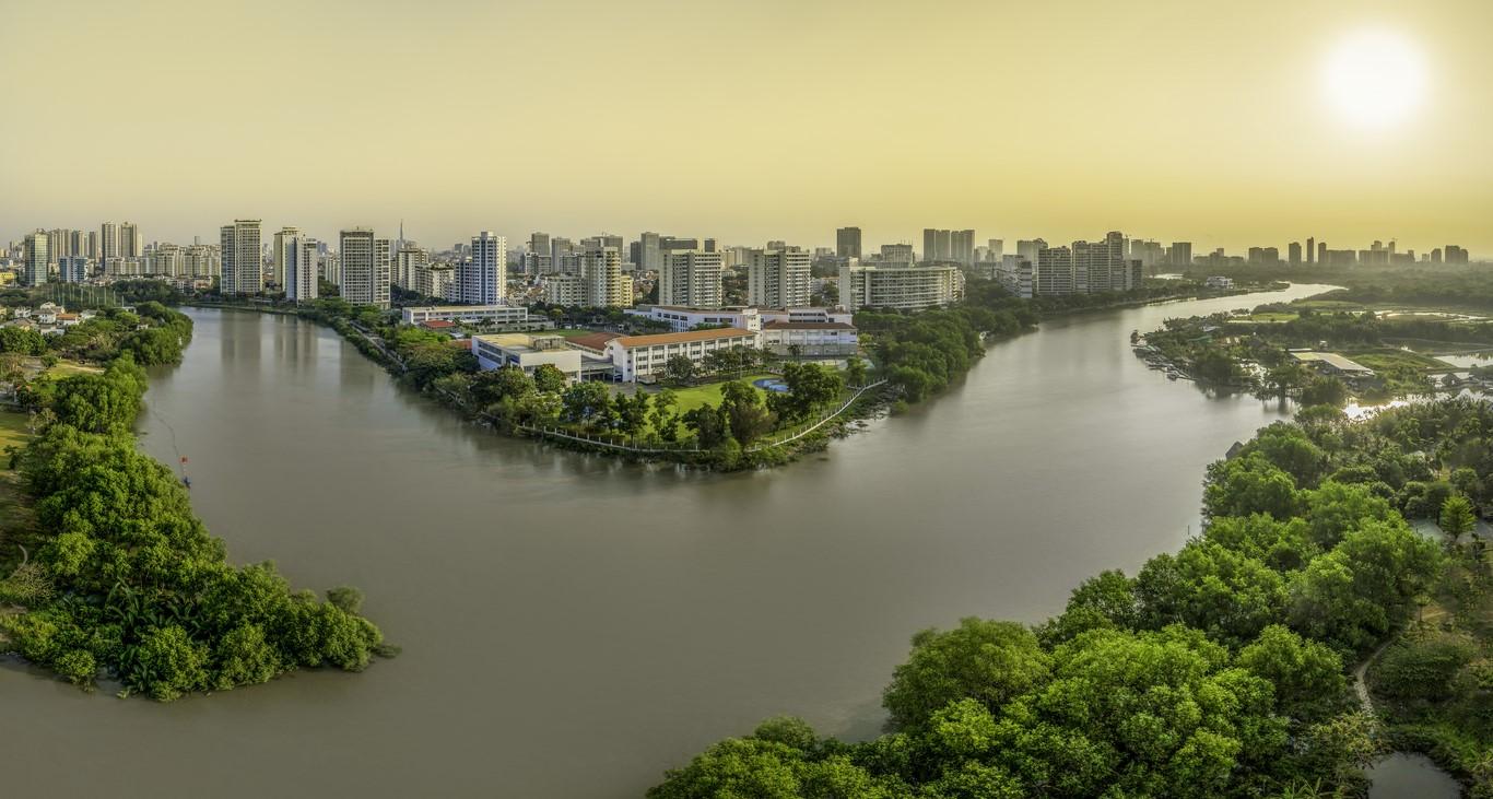 Khu đô thị được xây dựng hài hòa xuôi theo dòng nước.