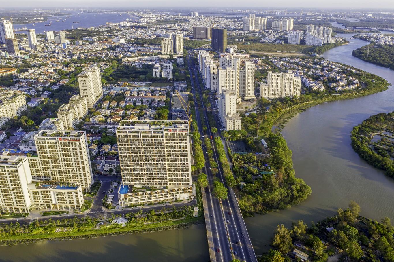 Nhờ vị trí chiến lược, kết nối trực tiếp đến trung tâm CBD qua trục đường thương mại Nguyễn Lương Bằng mà khu Midtown và Nam Viên hưởng nhiều lợi thế của một không gian sống cao cấp gồm cả chất lượng lẫn số lượng loại hình dịch vụ, tiện ích đẳng cấp đáp ứng nhu cầu cư dân.